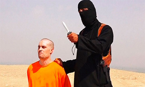 Video capture of James Foley with his Islamic State captor.