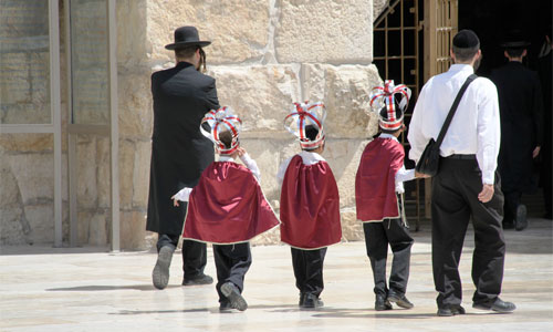 Going to pray at the Wailing Wall in Jerusalem: Image It is Elisa   Foter   CC BY-NC-ND