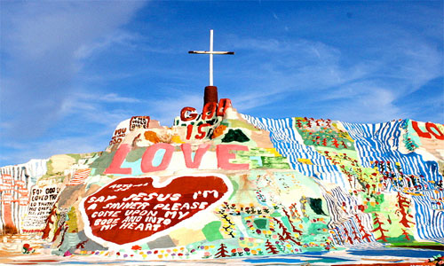 The heart of Christ message of love painted on the side of Salvation Mountain. Photo: Chuck Coker/foter/CC BY-ND