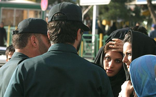 Iranian police warning women about improper dress Photo: Amir Farshad Ebrahimi/Foter/CC BY-SA