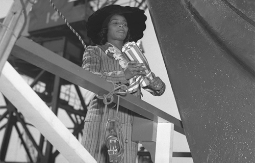 Mariane Anderson christening Liberty Ship SS Booker T. Washington, 1942: Wikipedia