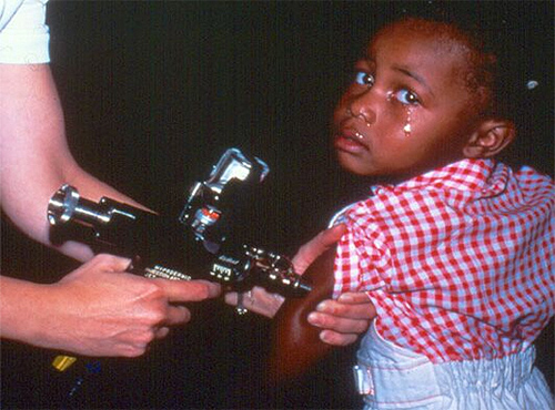 Vaccination Jet Injector gun in operation: Wikipedia/US Government