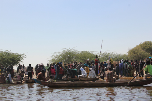 Refugees loading onto boat. Photo: Flickr/United Nations Chad