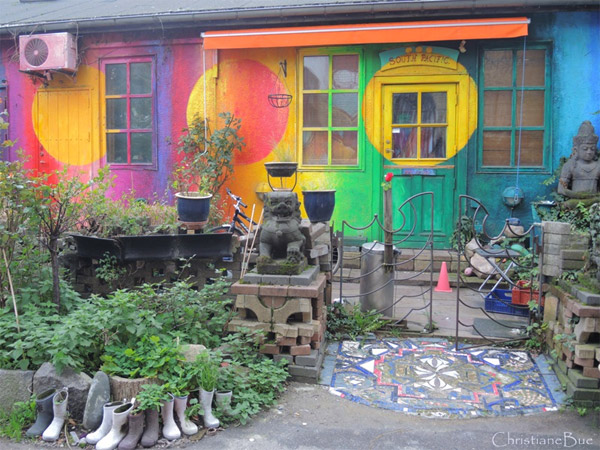 Brightly decorated home in Christiania: photo Christianebue/Foter/CC BY-ND