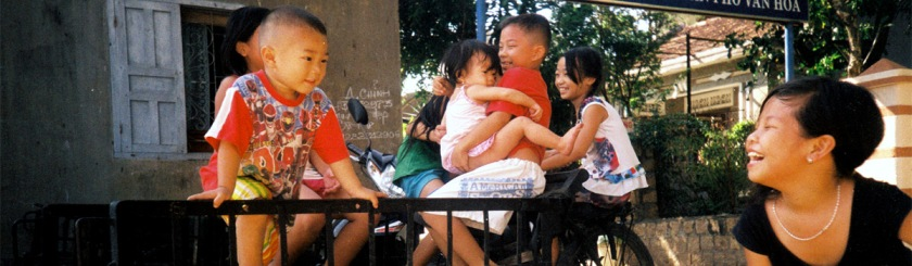 Children playing in Thailand Photo: Khanh Hmoong/Flickr