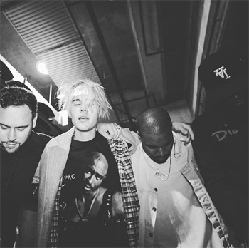 Justin Bieber praying with Hip Hop artist Kayne West. Photo: Justin Bieber Instagram account