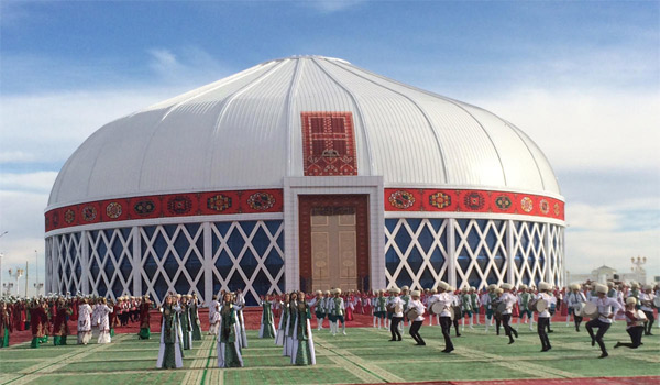 World's largest Mongolian Yurt in Turkmenistan. Photo: Amustard/Wikipedia