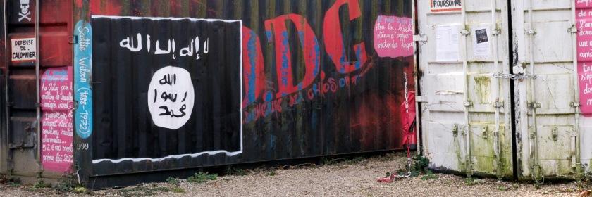 Islamic State flag and graffiti in Rhone Alpes, France. Credit: thierry ehrmann/Wikipedia