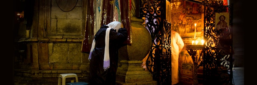 A woman prays near the Tomb of Jesus in the Church of the Holy Sepulchre in Jerusalem. Credit: Jelle Drok/Flickr/Creative Commons