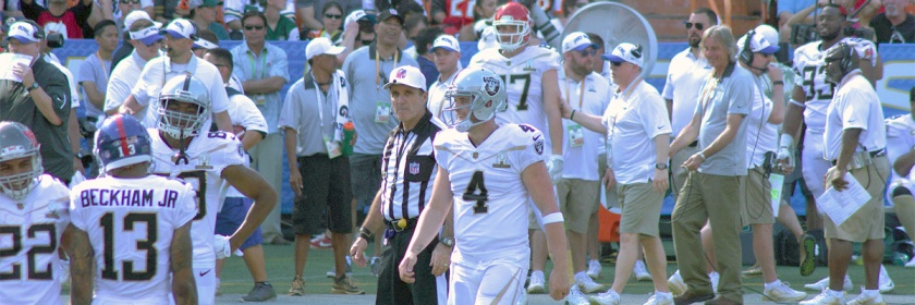 Derek Carr at 2016 Pro Bowl Credit e OrimO/Flickr/Creative Commons