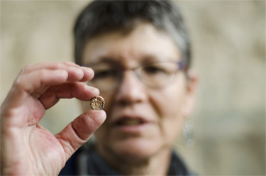 Dr. Shlomit Weksler-Bdolah with the small seal Credit: Yoli-Shwartz Israel Antiquities Authority