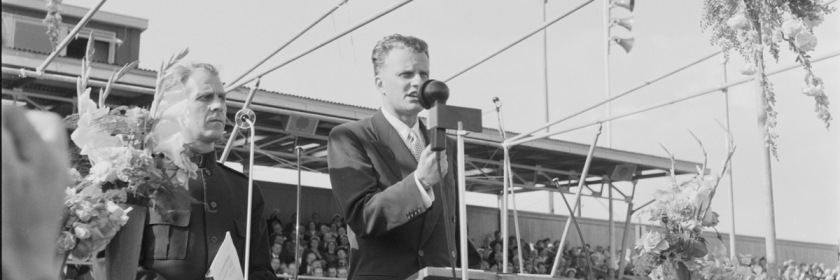 Billy Graham speaking in Oslo, Norway in 1955. Credit: foto.digitalarkivet.no/Wikipedia