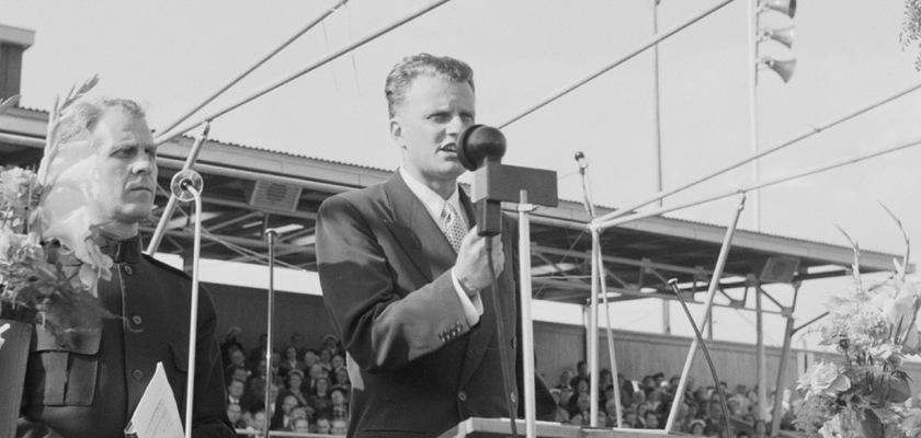 Billy Graham speaking in Oslo, Norway in 1955. Credit: foto.digitalarkivet.no/Wikipedia