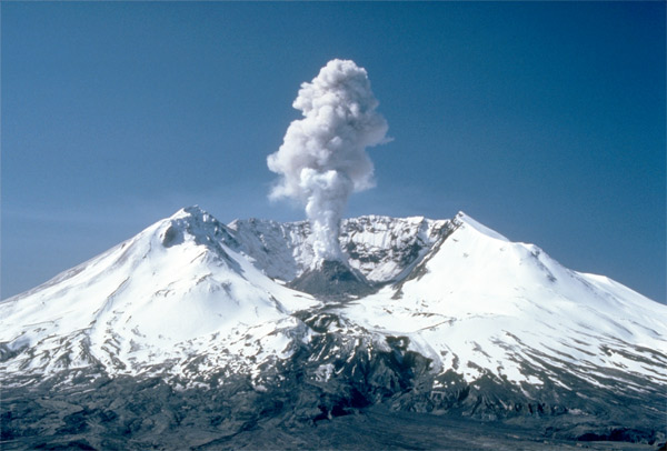 The 3,000 foot (910m) plume coming off Mount St Helens in 1982, two years after it exploded. Credit: United States Geological Survey/Wikipedia