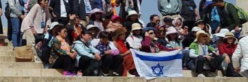 Chinese Christian tourists displaying the Israeli flag on the Temple Mount on April 11, 2018