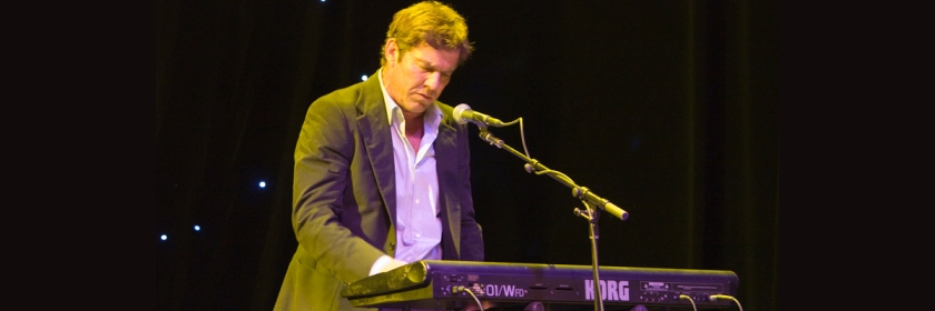Dennis Quaid singing Credit: allenmock/Flickr/Creative Commons