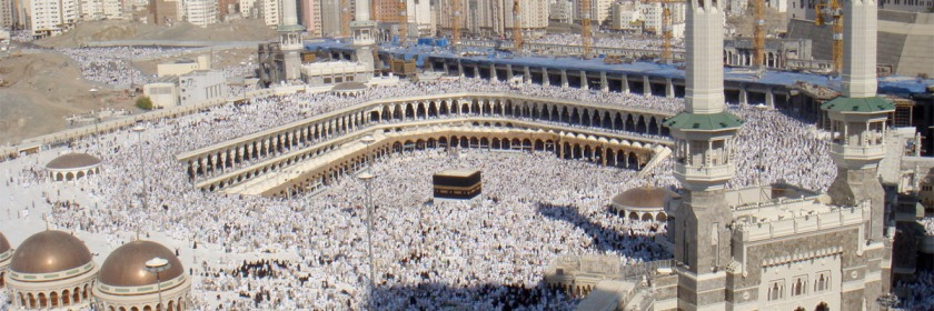 Muslims walking counter clockwise around Kaaba inside the courtyard of the al-Haram Mosque in 2008. Credit: Al Jazeera English/Wikipedia/Creative Commons