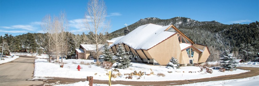 Regular church attendance has positive impact on children in their 20s. Photo: Evergreen Church, Evergreen, Colorado, USA Credit: Kent Kanouse/Flickr/Creative Commons