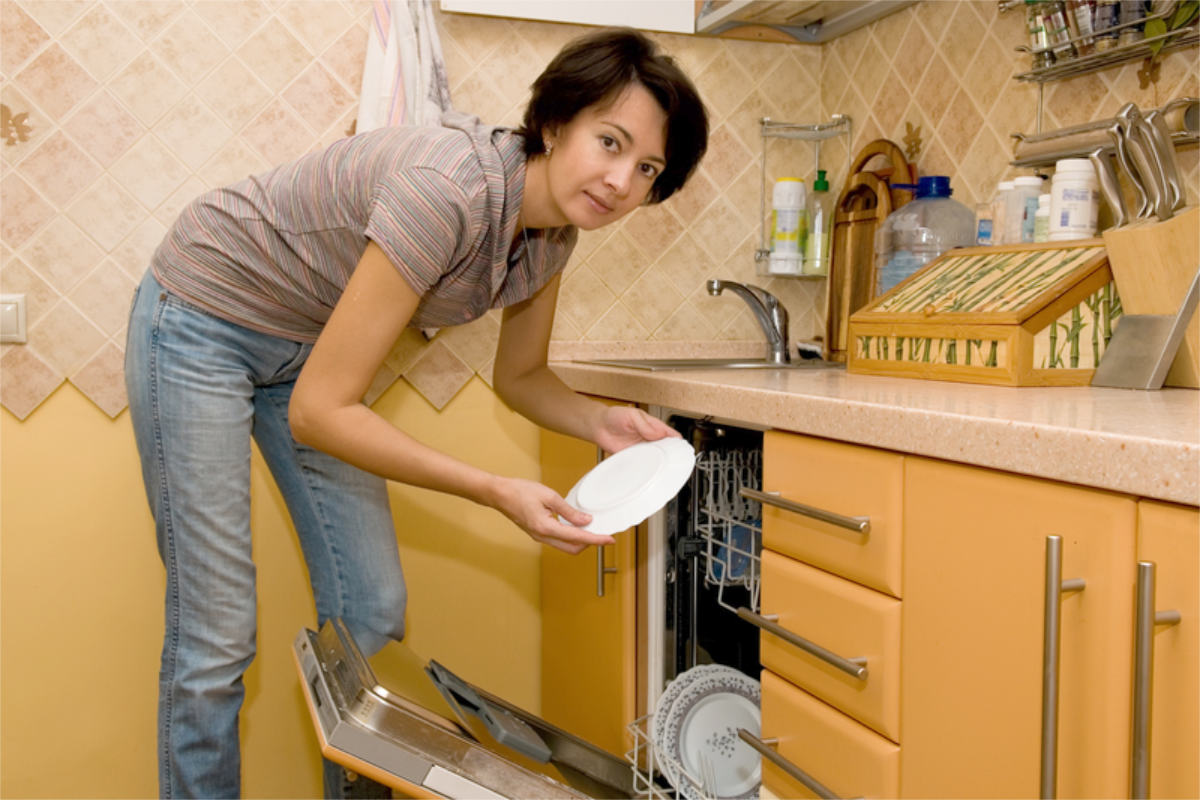 woman-dishes-ic-4-17-2020